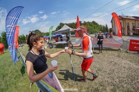 Łukasz Wawrzyniak z Pucharem Polski w Nordic Walking