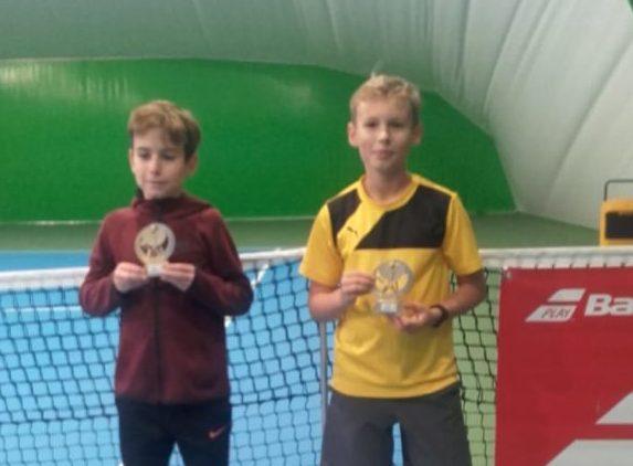 Świetne występy młodych tenisistów