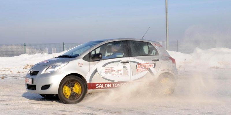 toyota bezpieczny kierowca zimowy trening23