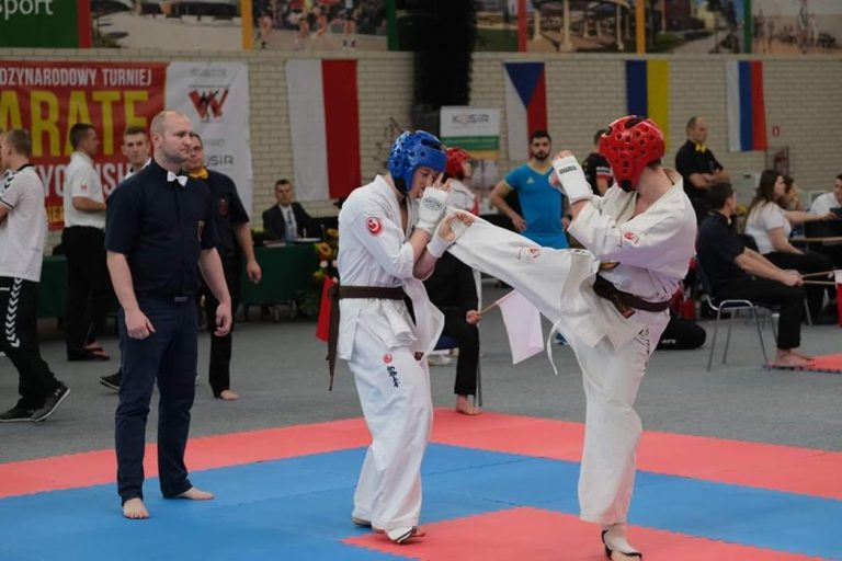 """Karate: Udane zawody Uczniowskiego Klubu Karate Shinkyokushinkai """"OBI"""" z Sobięcina."""