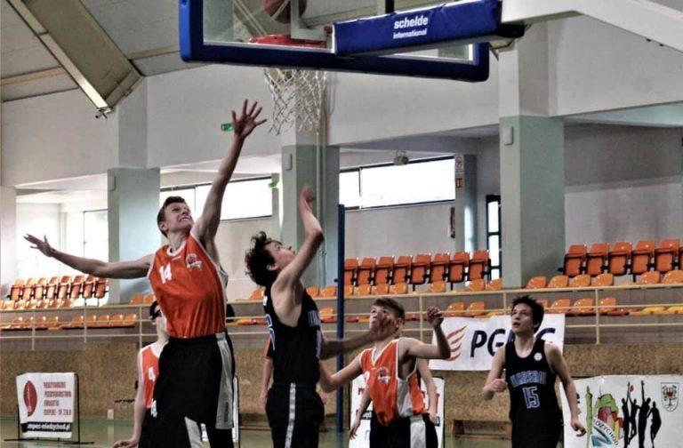 Koszykówka: Młodzi koszykarze Szczawna wygrywają turniej w Międzychodzie