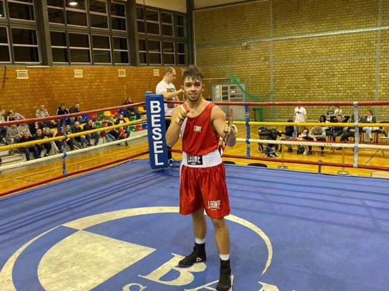 Patryk Trochimiak wygrywa w debiucie na zawodowym ringu