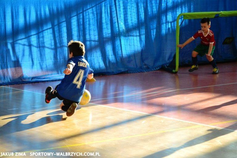 Najmłodsi piłkarze Nowego Miasta wygrywają turniej w Witoszowie Dolnym