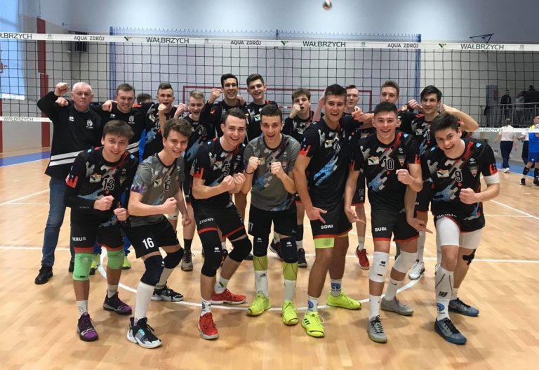 Siatkówka: Wspaniały sezon juniorów wałbrzyskiego Chełmca