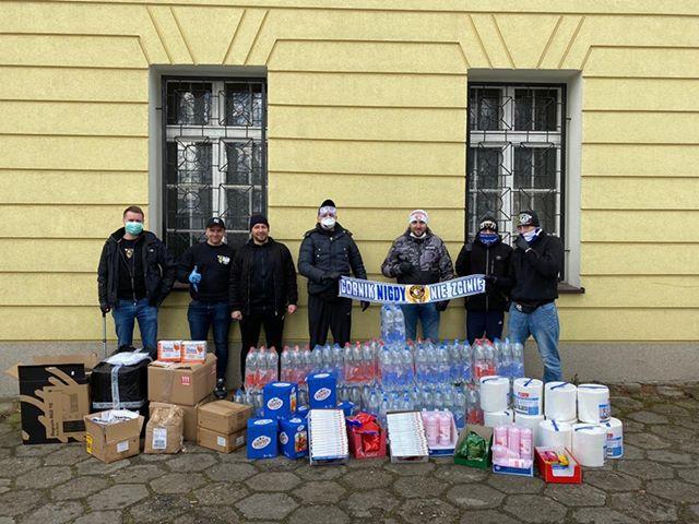 COViD-19: Kibice Górnika przekazali sprzęt ochronny do szpitali