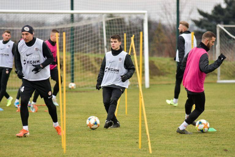 W pogoni za piłką: Wychowanek Victorii Wałbrzych w Ekstraklasie