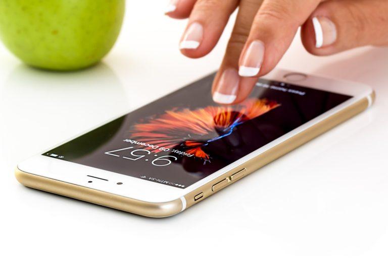 iPhone SE: Apple zaprezentowało najtańszy model z mniejszym ekranem
