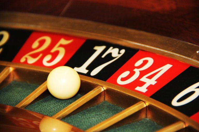 Na czym polega oferta na darmowe spiny w kasynach?